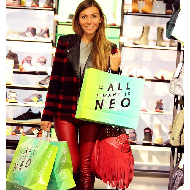 Pre Xmas Experience with @adidasneolabel is live on www.skinnycature.com ??? #alliwantisneo#adidas#adidasneo#neolovers#travel#travelblogger#fashionblogger_de#fashioncandy#followme#0711#stuttgart#awesome#greatmood#greatday#greatvibes#hugs#happygal#onthego#popofcolor#joy#ootd#photooftheday#instafun#instainspiration#blondegirl#j