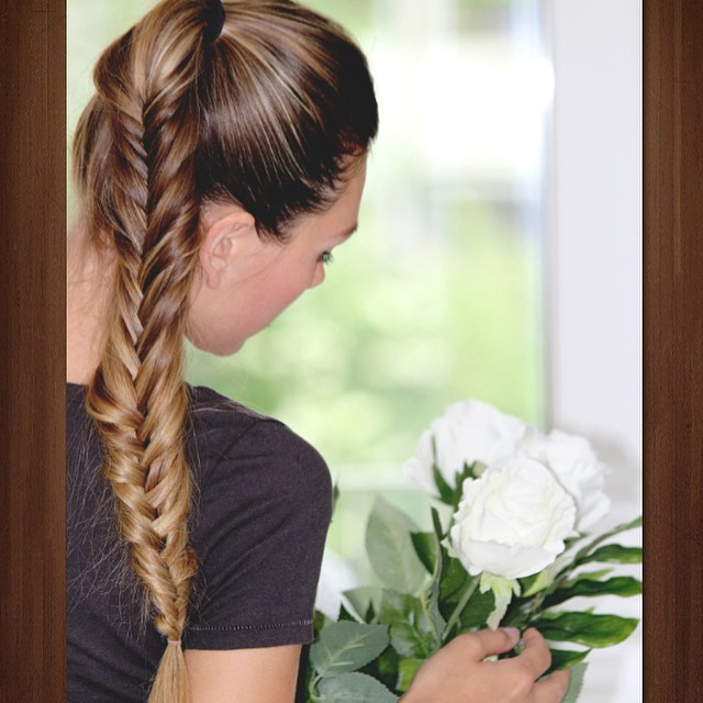 Simple things are sometimes the best ? #flowers#awesome#naturalblonde#hairstyles#braidobsessed#braids#onthego#followme#photooftheday#fashionblogger_de#fashionsnack#lovely#j#kisses#hugs#shirt#la#laloveshirts#roses#healthyhair#interior#fashionblogger#blondegirl#blogger#blondegirl